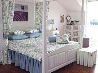 Stylowy wystrój sypialni na poddaszu