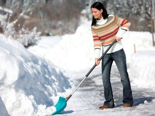 Pozbądź się zalegającego śniegu ze swojego ogrodu z akcesoriami Gardena.