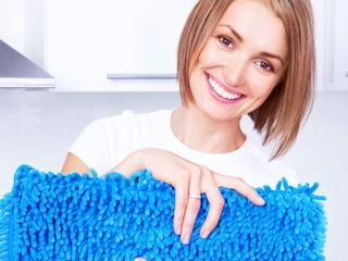 Mycie podłogi zimą z Janem Niezbędnym.