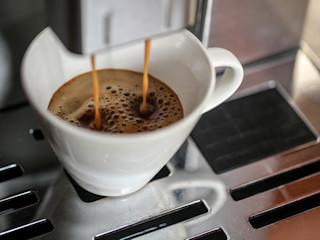 Mały ekspres do kawy do kuchni.