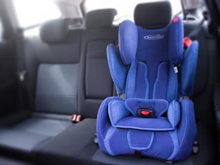 Jazda samochodem z małym dzieckiem.