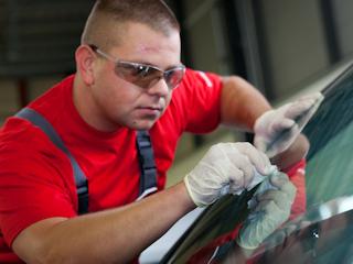 Naprawa szyb samochodowych
