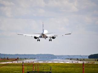 Bording i odprawa, czyli jak przygotować się na wakacyjną podróż samolotem