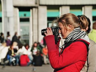 Naucz się dobrze pozować do zdjęć.