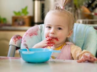 Zagadka soku marchewkowego, czyli czym wywabiać plamy na ubrankach niemowlaka?
