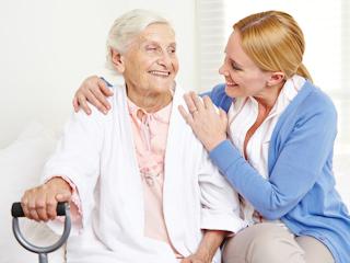 Czy warto oddać rodziców lub dziadków do domu seniora?