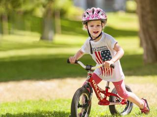 Pierwszy rower dla dziecka - biegówka.