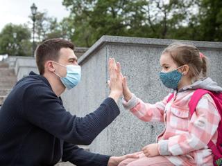 Relacje w czasach pandemii koronawirusa.