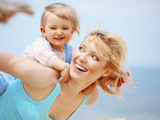 Witaminy i minerały w organizmie dziecka podczas upałów.