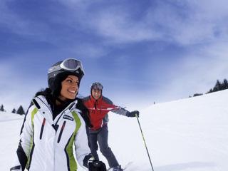 zimowe szaleństwo dla narciarzy w Dolomitach.