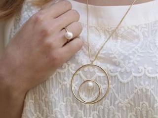 Perły - symbol ponadczasowej elegancji. Jak je nosić?