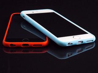 Jak wybrać kobiece etui na telefon iPhone?