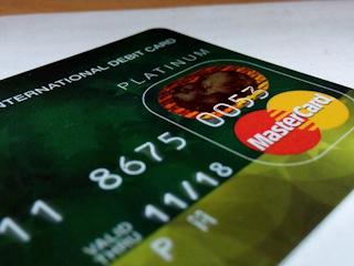 Karta kredytowa czy karta debetowa - co lepsze?