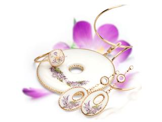 Kolekcja biżuterii marki YES jako propozycja prezentu z okazji Dnia Matki.