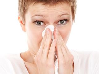 Kłopotliwe wpadki zdrowotne: atak kichania