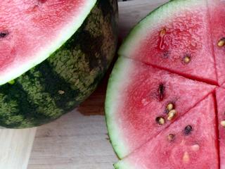 Zdrowe owoce - melon i arbuz.
