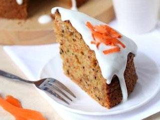 Przepis na ciasto marchewkowe z masą twarożkową.