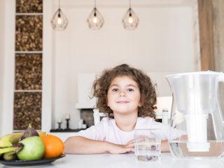 Sposób na poprawę jakości wody w domu - dzbanek filtrujący.