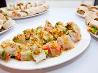 Przepis na spring rolls z chrupiącymi warzywami.