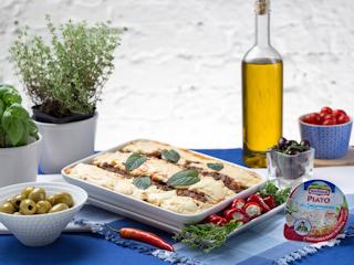 Przepis na zapiekankę z mielonej wołowiny, pasty sezamowej, bakłażana i serka Hochland PIATO.