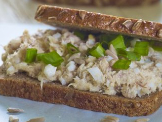 Kanapki z pastą z makreli