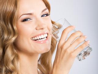 Wodę należy pić jesienią.