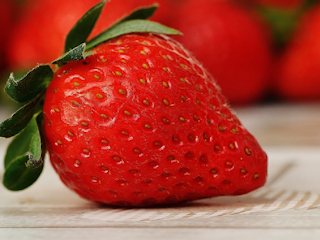 Najpopularniejszy owoc sezonu – truskawki.
