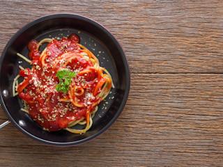 Wykorzystujemy resztki przecieru pomidorowego.