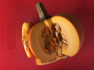 Przepis na zupę krem z dyni z sokiem pomarańczowym.